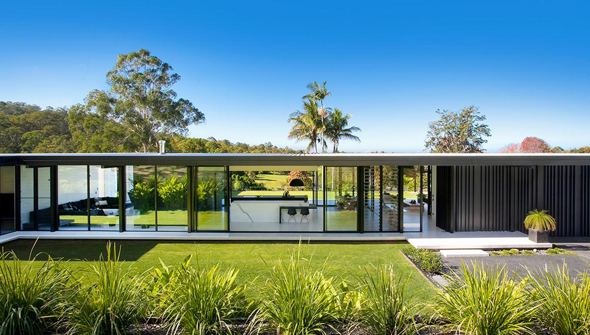 Thiết kế ngoại thấtbiệt thự đơn giản với tường kính trượt