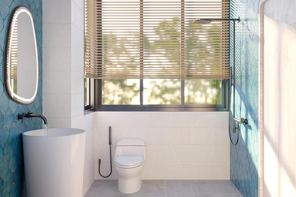 Phòng tắm hiện đại trong nhà phố xanh mát