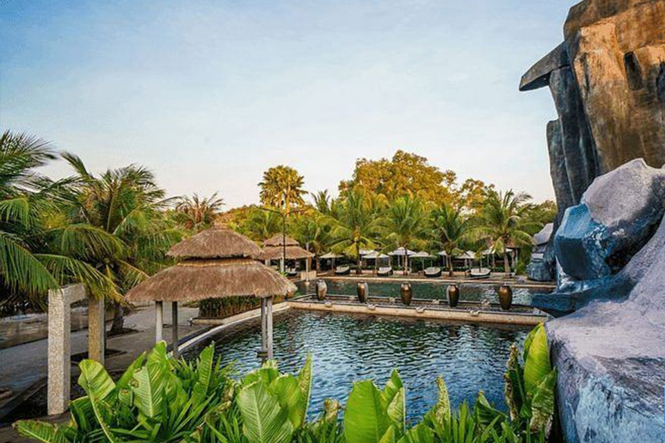 Thiết kế cảnh quan resort kiểu ốc đảo mang lại cảm giác hoang sơ, tự nhiên
