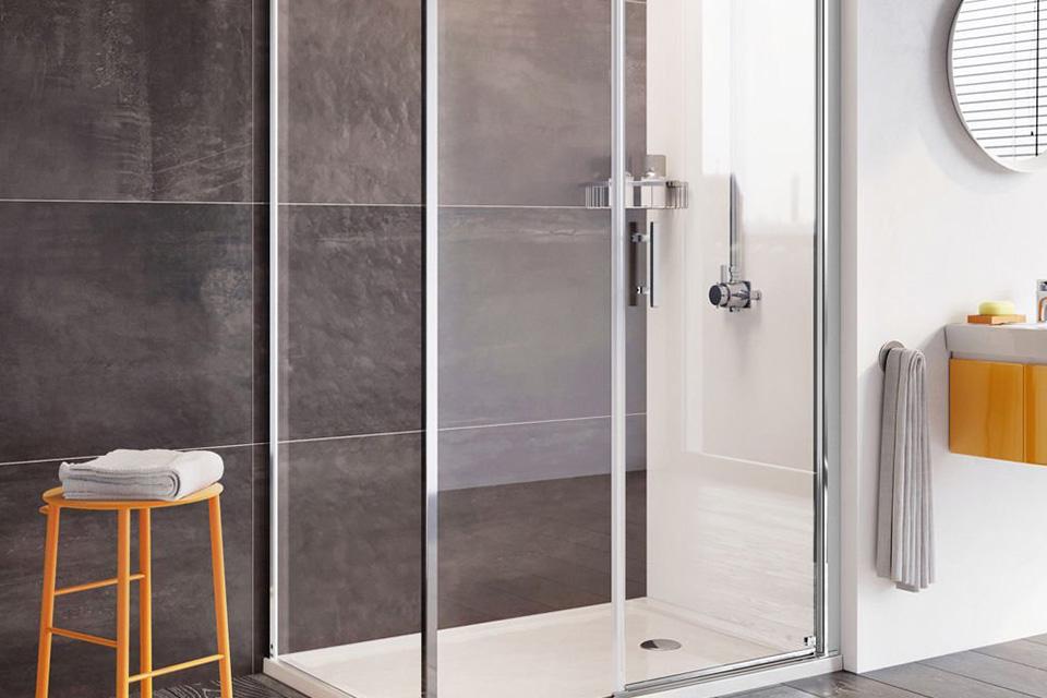 Phòng tắm kính trong suốt trong thiết kế căn hộ nhỏ đẹp